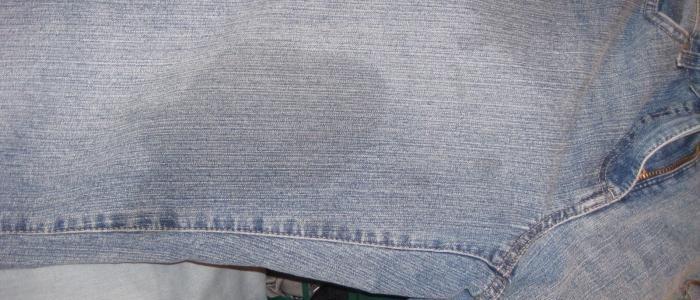 Как удалить масляное пятно с джинсов и одежды в домашних условиях