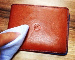 Как почистить кожаный кошелек подручными средствами